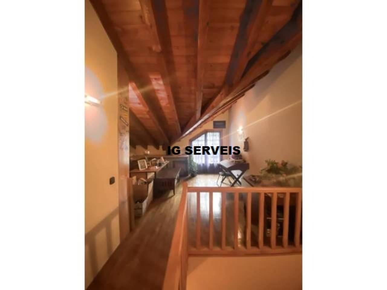 Casa aparellada en venda en Arans