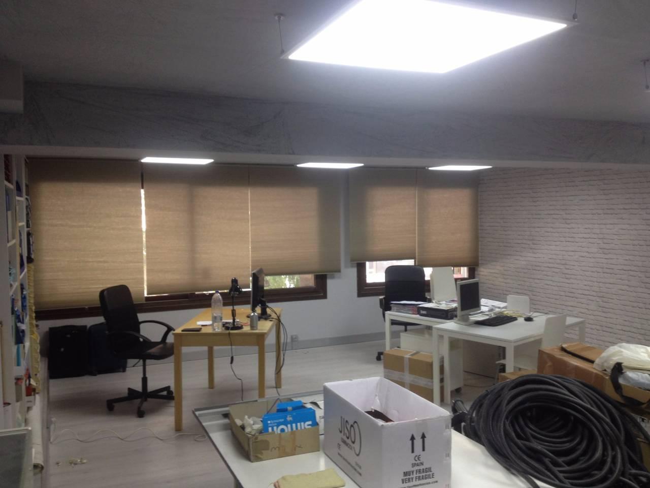 Oficinas en zaragoza zona oliver valdefierro for Oficinas de seur en zaragoza
