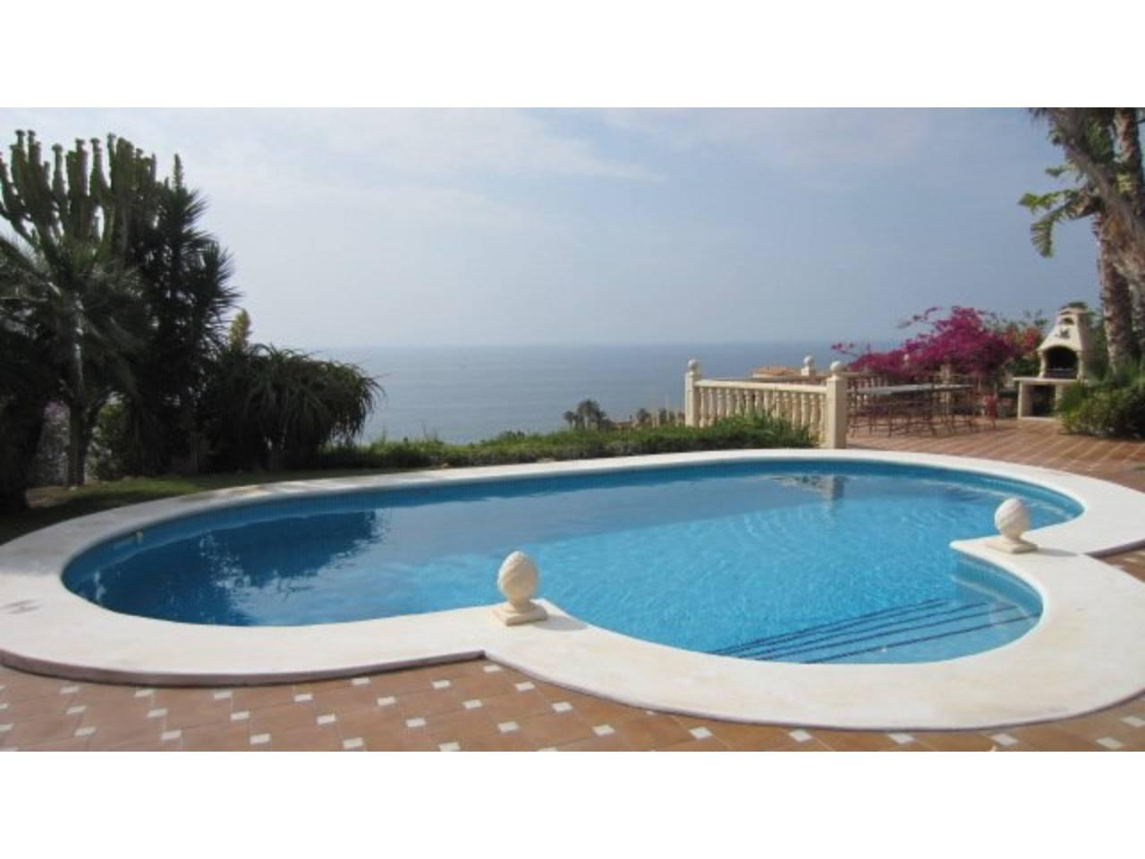 Casa en venta con 183 m2, 5 dormitorios  en El Campello , Coveta Fuma