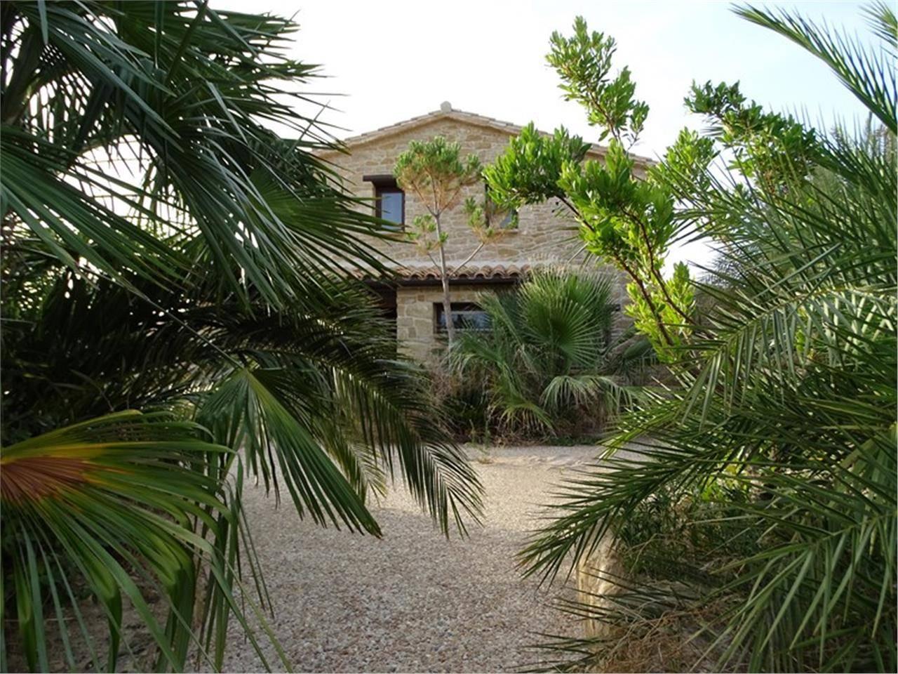 Casa en venta con 396 m2, 4 dormitorios  en Cretas