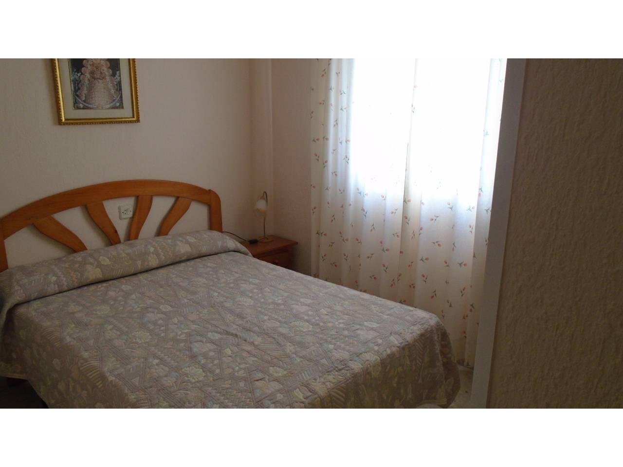 Piso en alquiler con 90 m2, 3 dormitorios  en Rota  - Foto 1