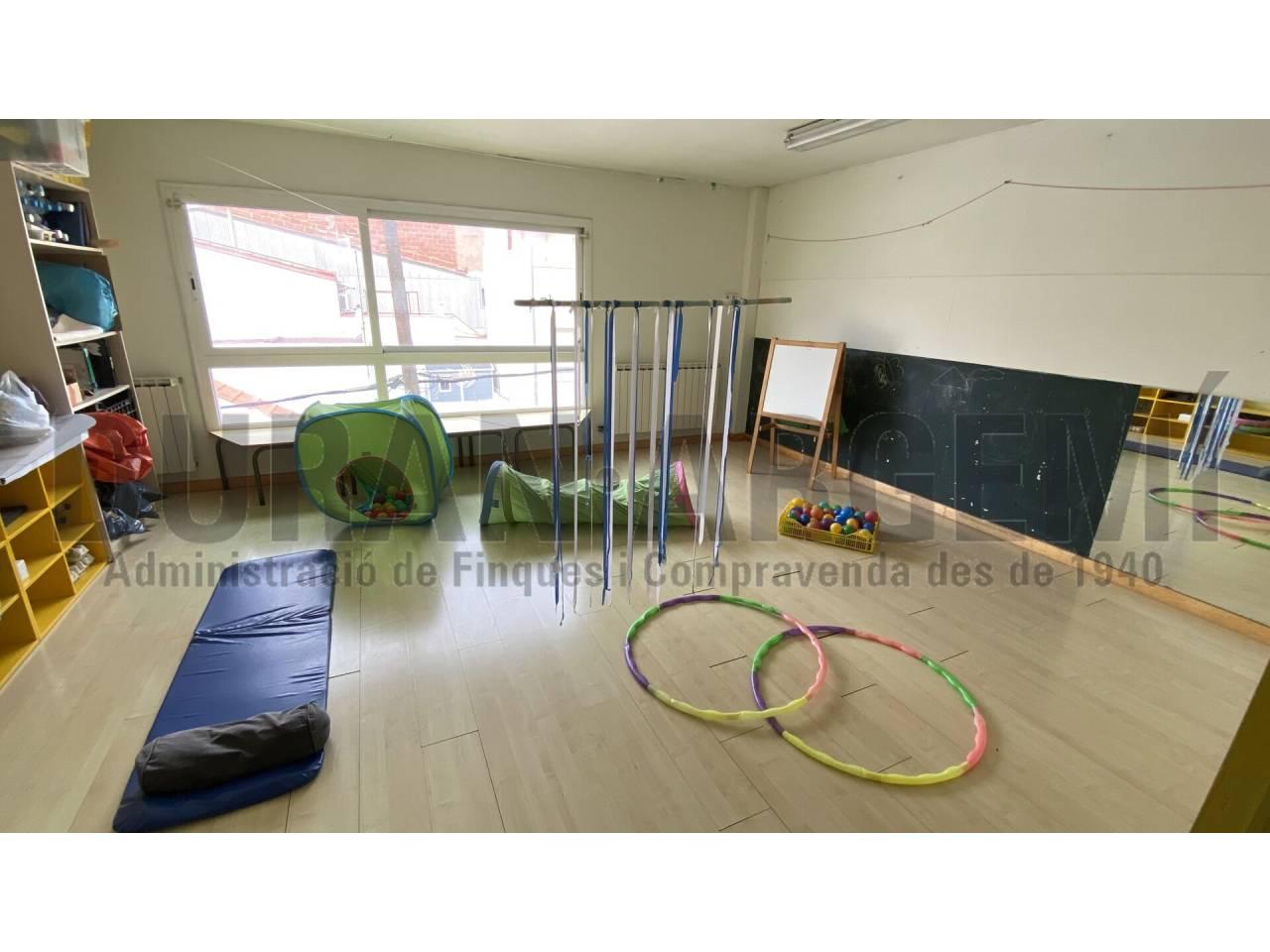 Ideal per reacondicionar com 2 pisos independents, o actualitzar com a casa gran - Sant Pere Nord