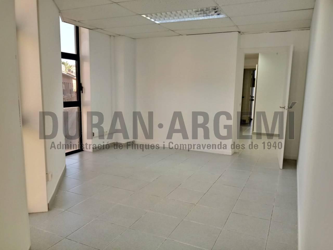 CENTRE - Despatx de 100 m²