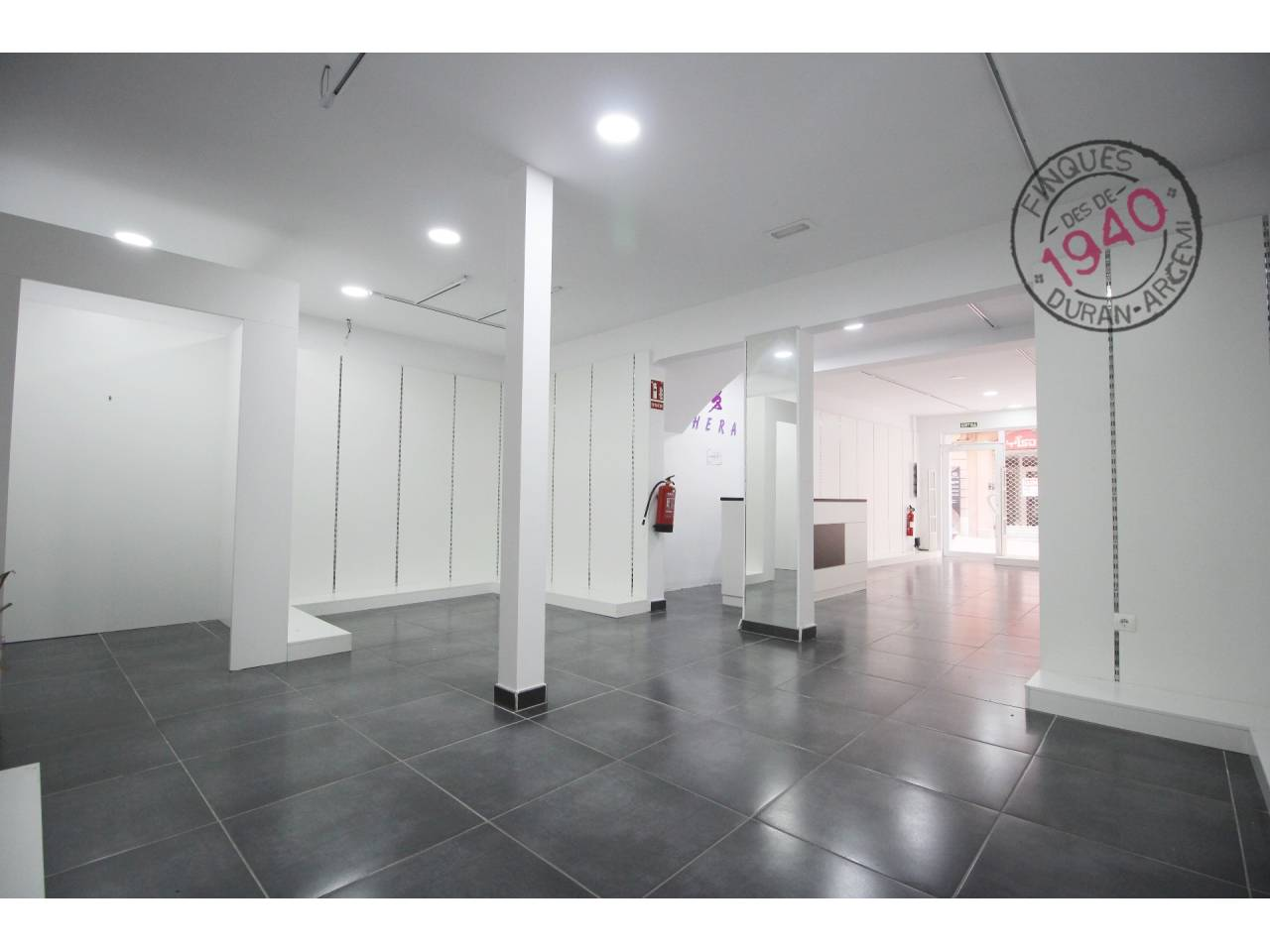 Local comercial al carrer Sant Pere