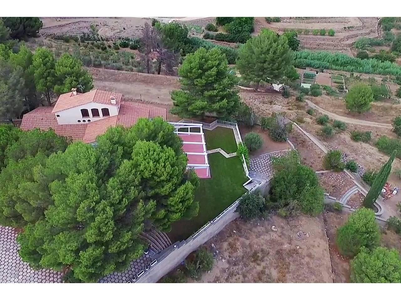 Increïble masia, amb terreny de 7.300 m², a Riudecanyes
