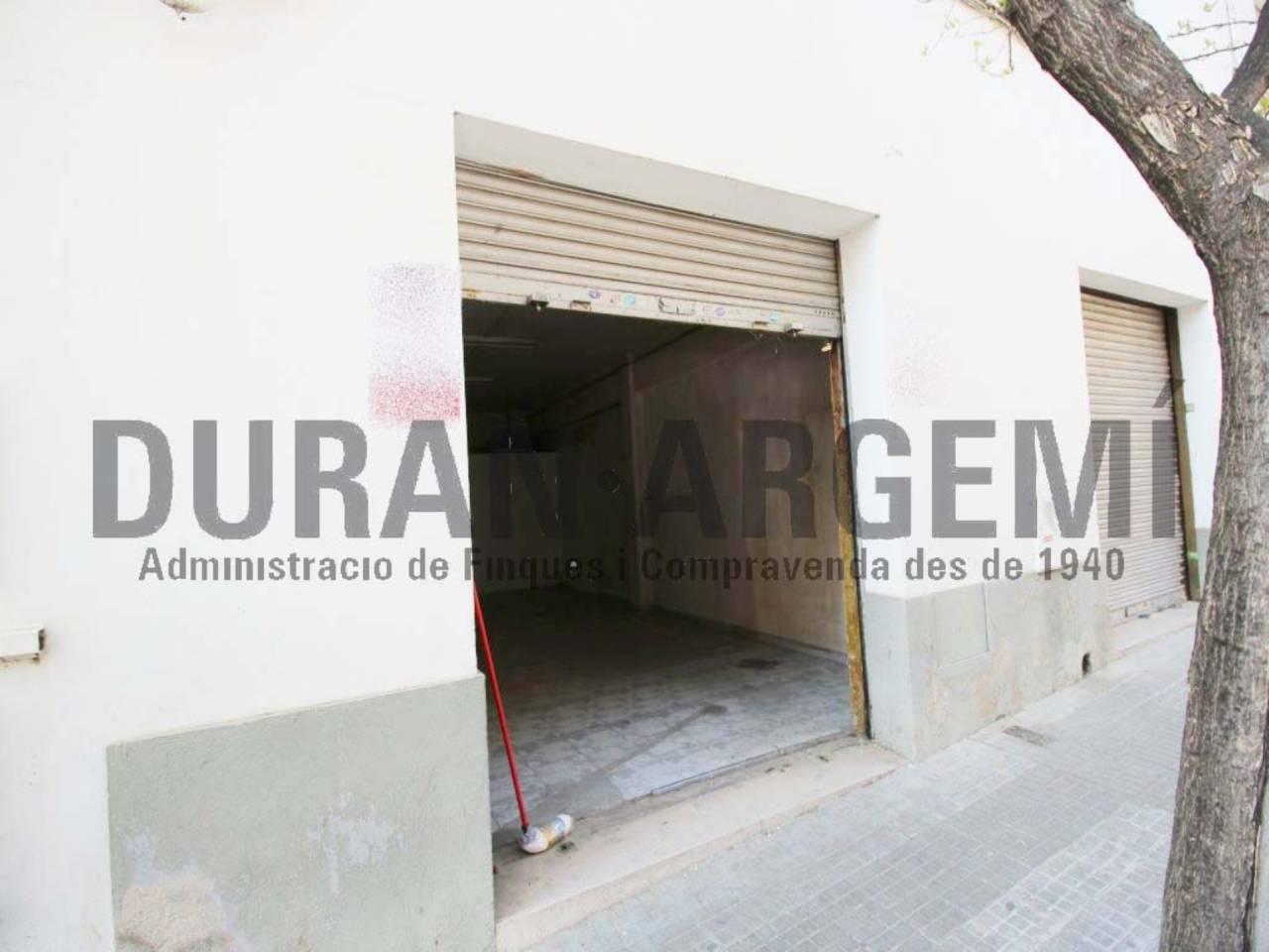Local comercial en lloguer en Les Arenes-Can Montllor i la Grípia