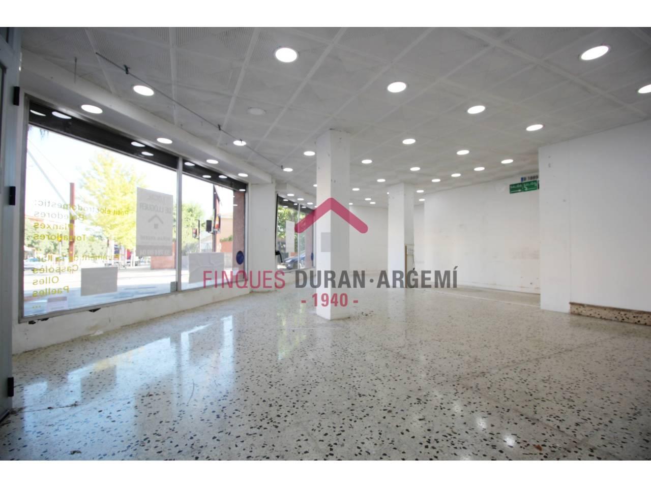 Local comercial en lloguer en Escola Industrial-Plaça de Catalunya