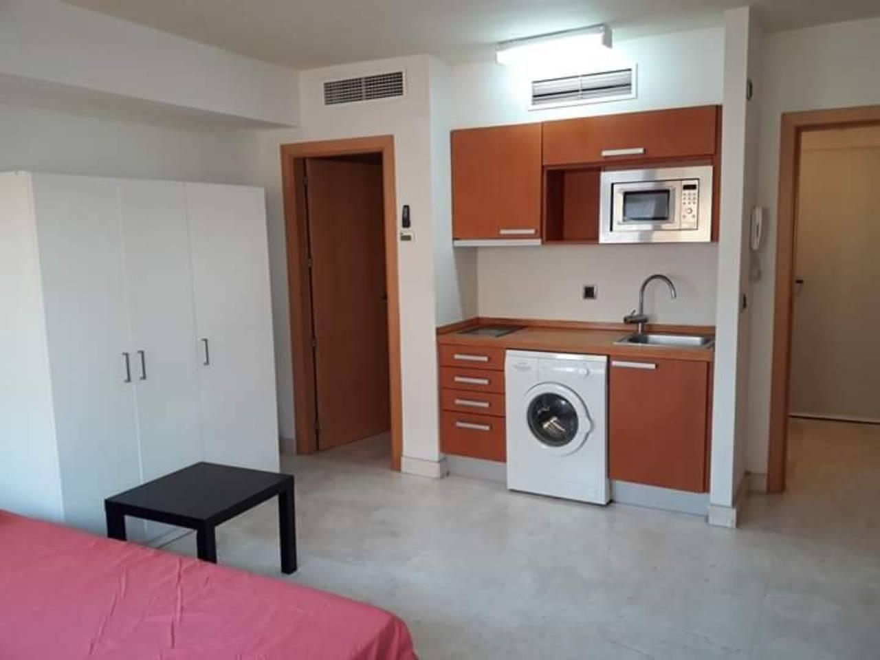 Apartamento en venta en Estepona en CALLE REAL, Calle: EDF DOBAR  AVDA ESPAÑA