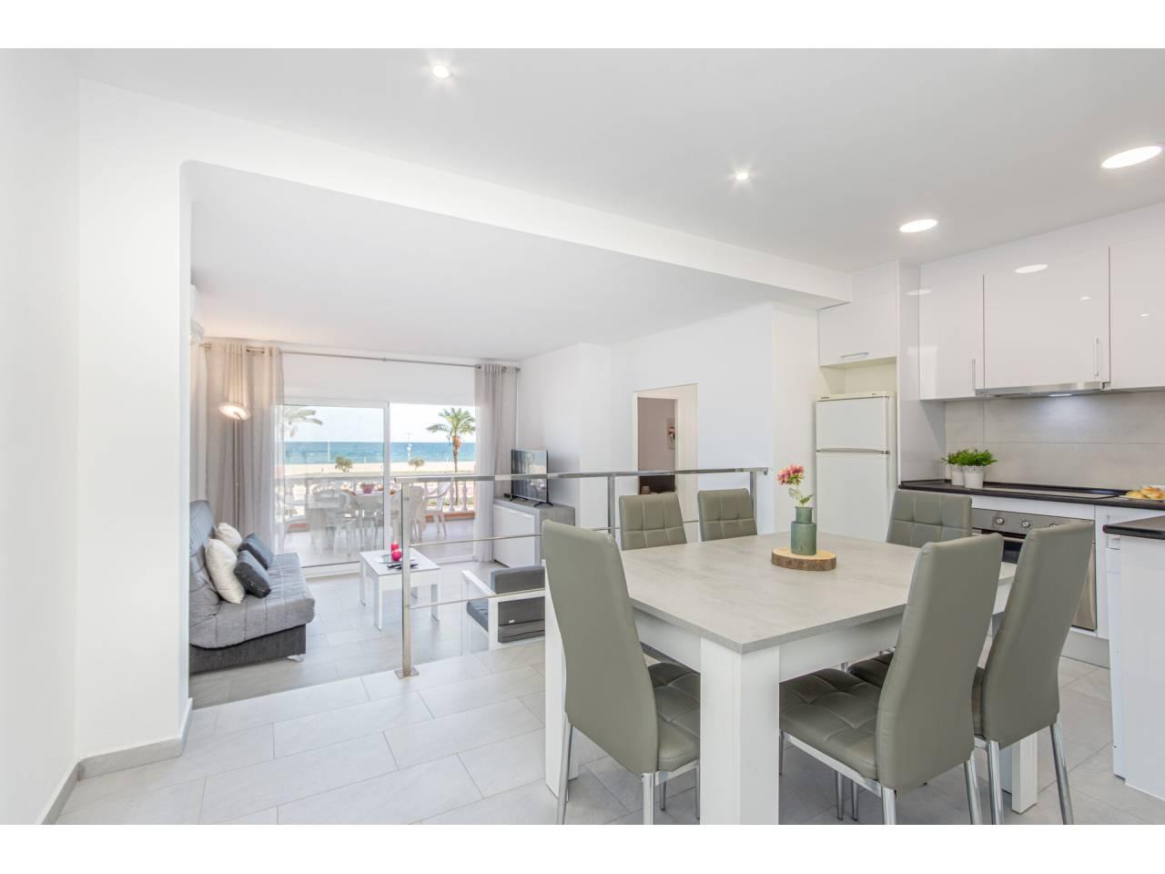 880076 - Apartment for short-term rental in Empuriabrava