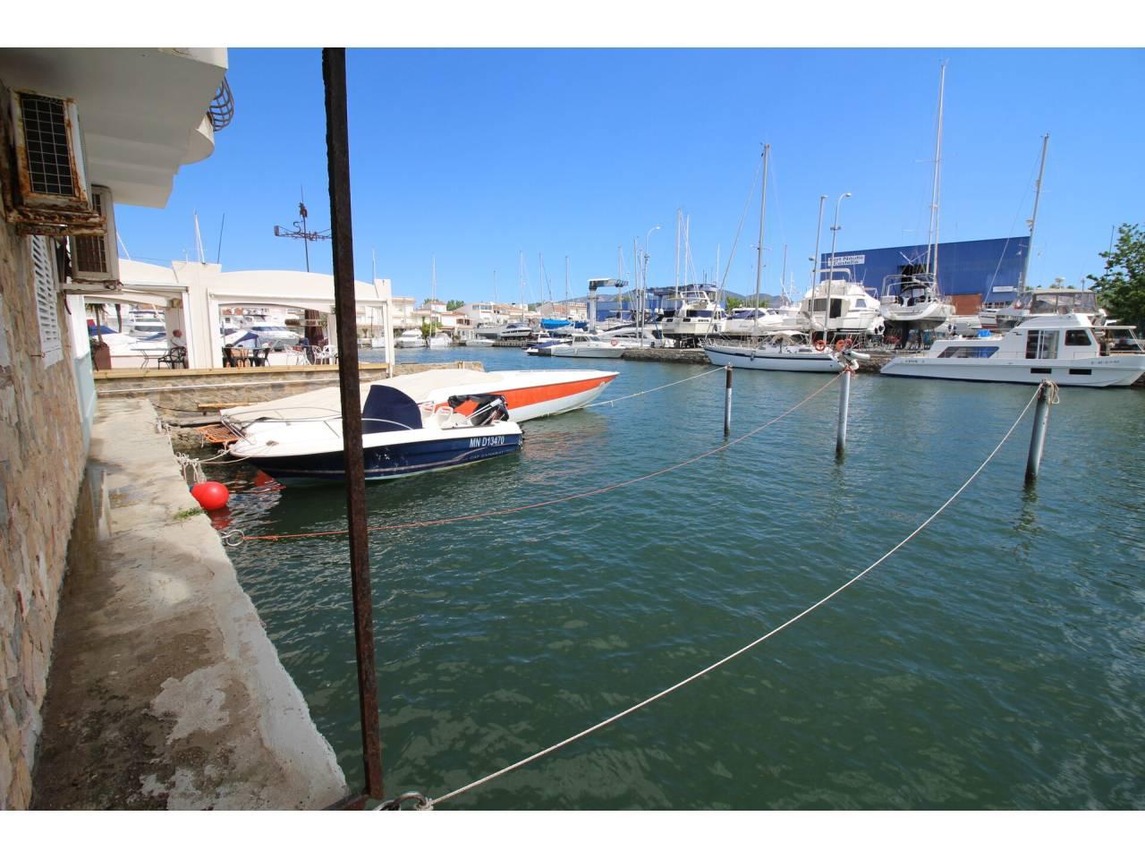 000041 - CAVALLET DE MAR Mooring  suitable for sailboat for sale of 9.10m X 3.15m in Empuriabrava