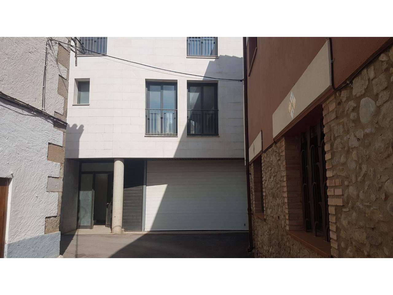 005047 - PRINCESA Casa adossada en venda a Sant Pere Pescador amb un gran pàrquing i ascensor