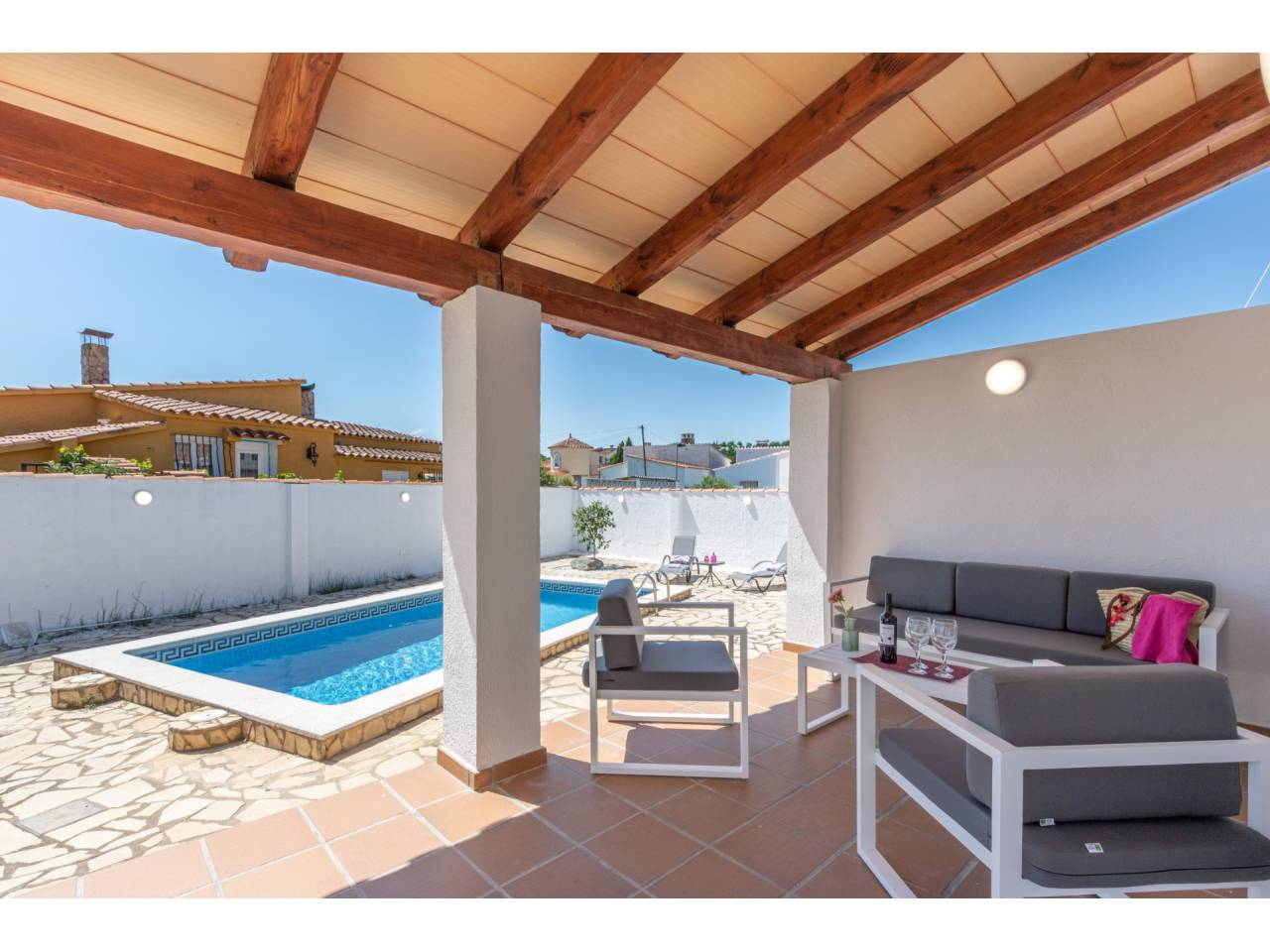 880005 - House for short-term rental in Empuriabrava