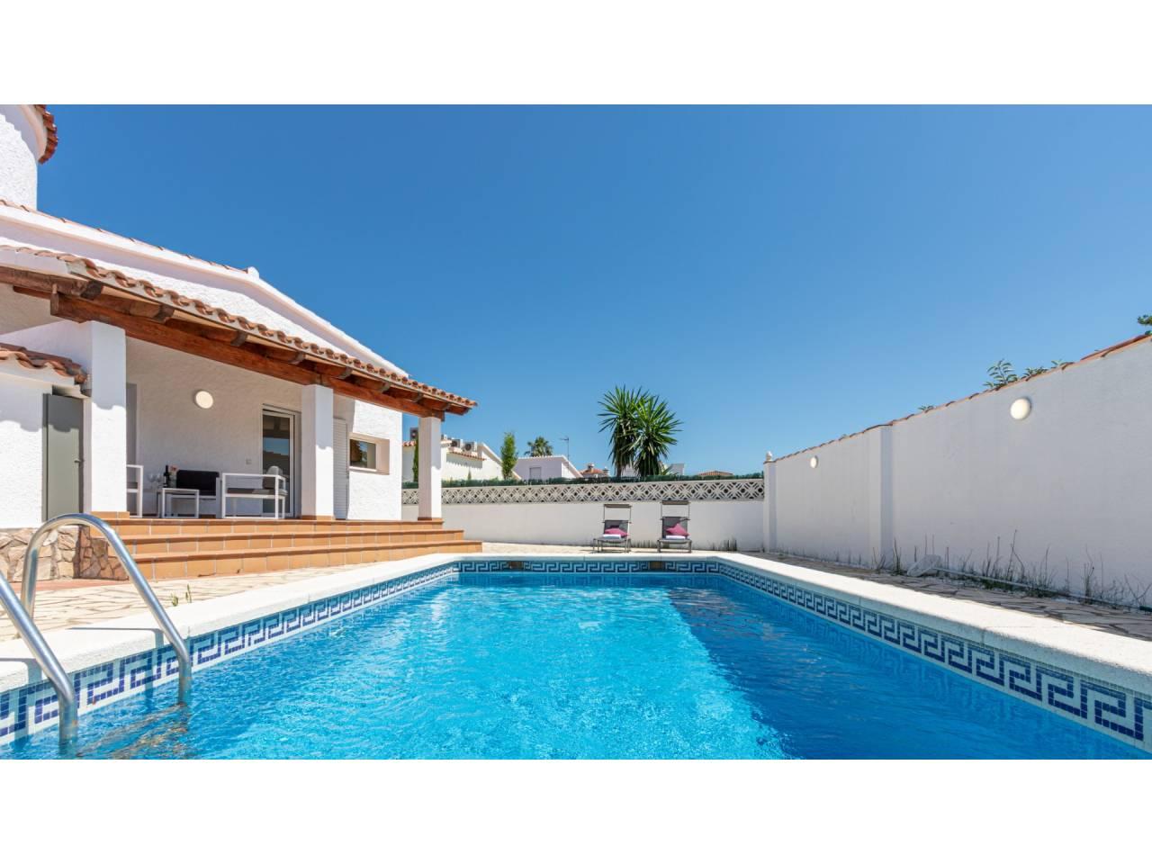 880005 - House for short-term rental in Empuriabrava
