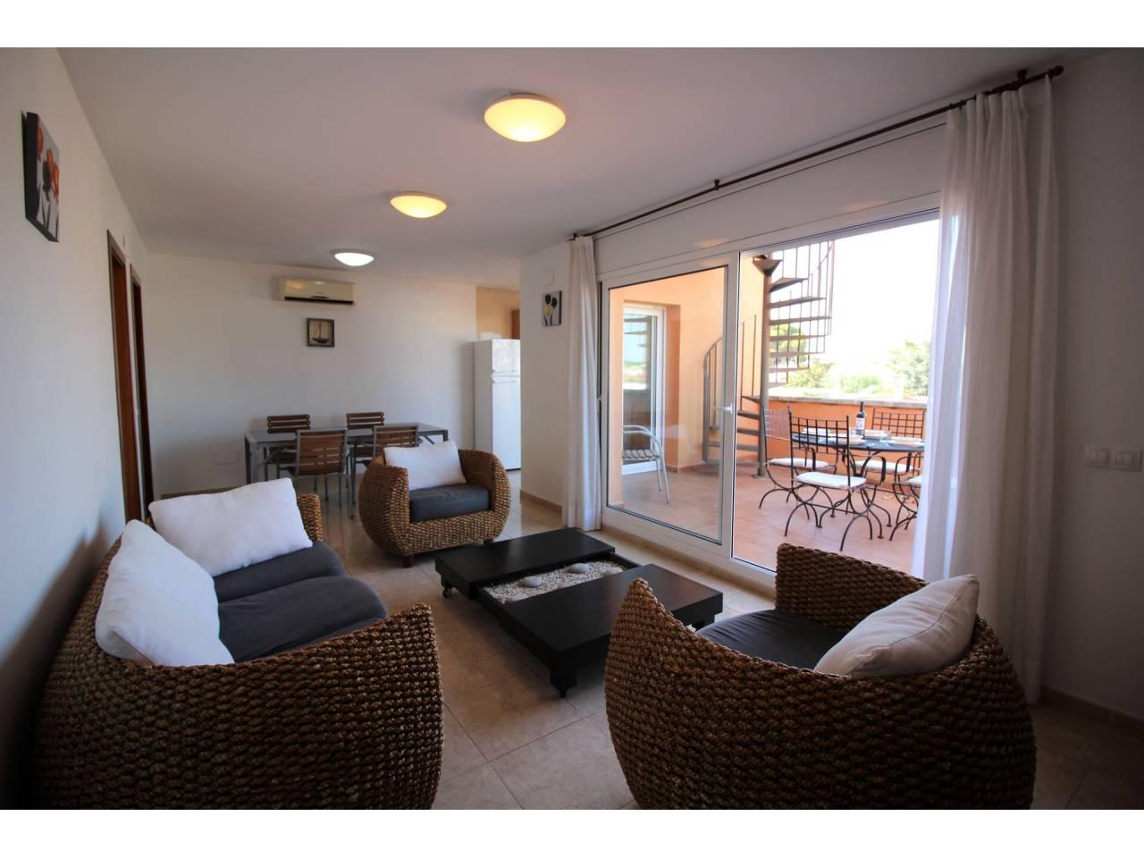 008039 - Appartement à louer à l´année à Empuriabrava