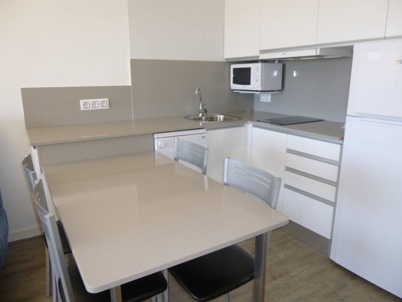 880023 - Apartment for short-term rental in Empuriabrava