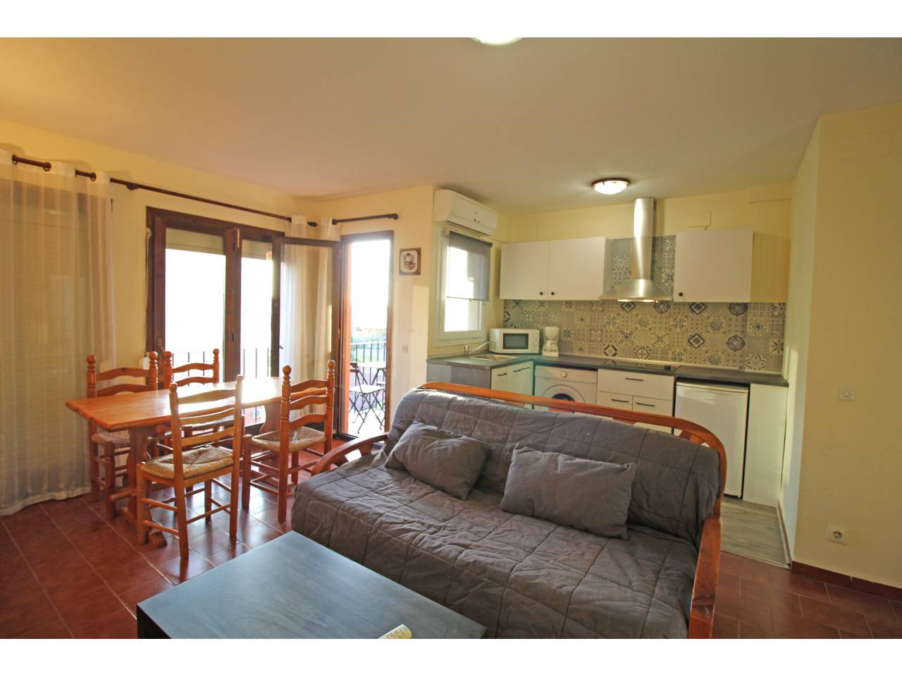 008004 - Appartement en location annuelle à Empuriabrava