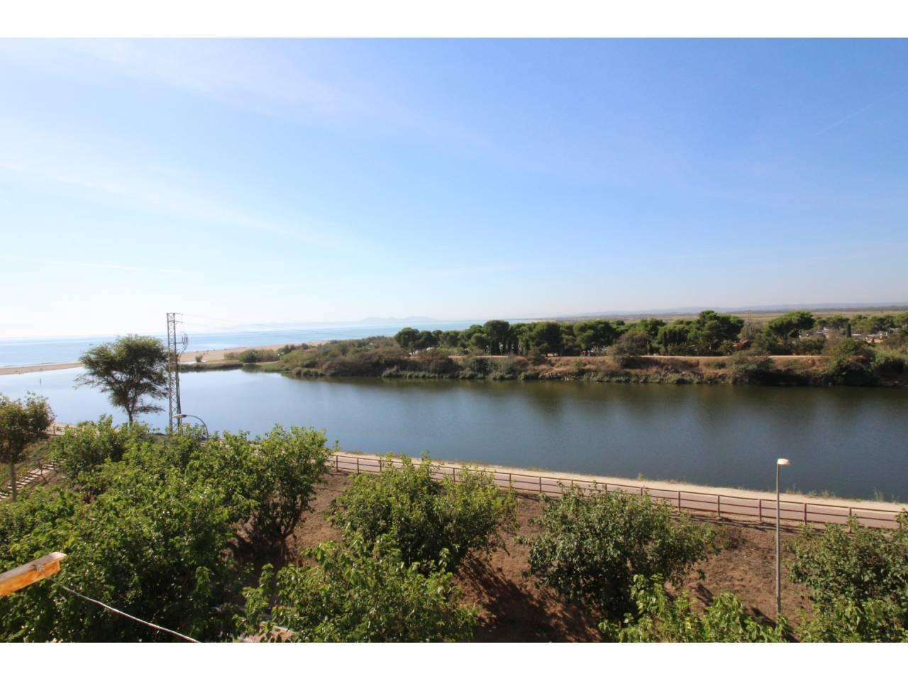 005085 - RESIDENCIA DEL SOL Studio overlooking the sea and river