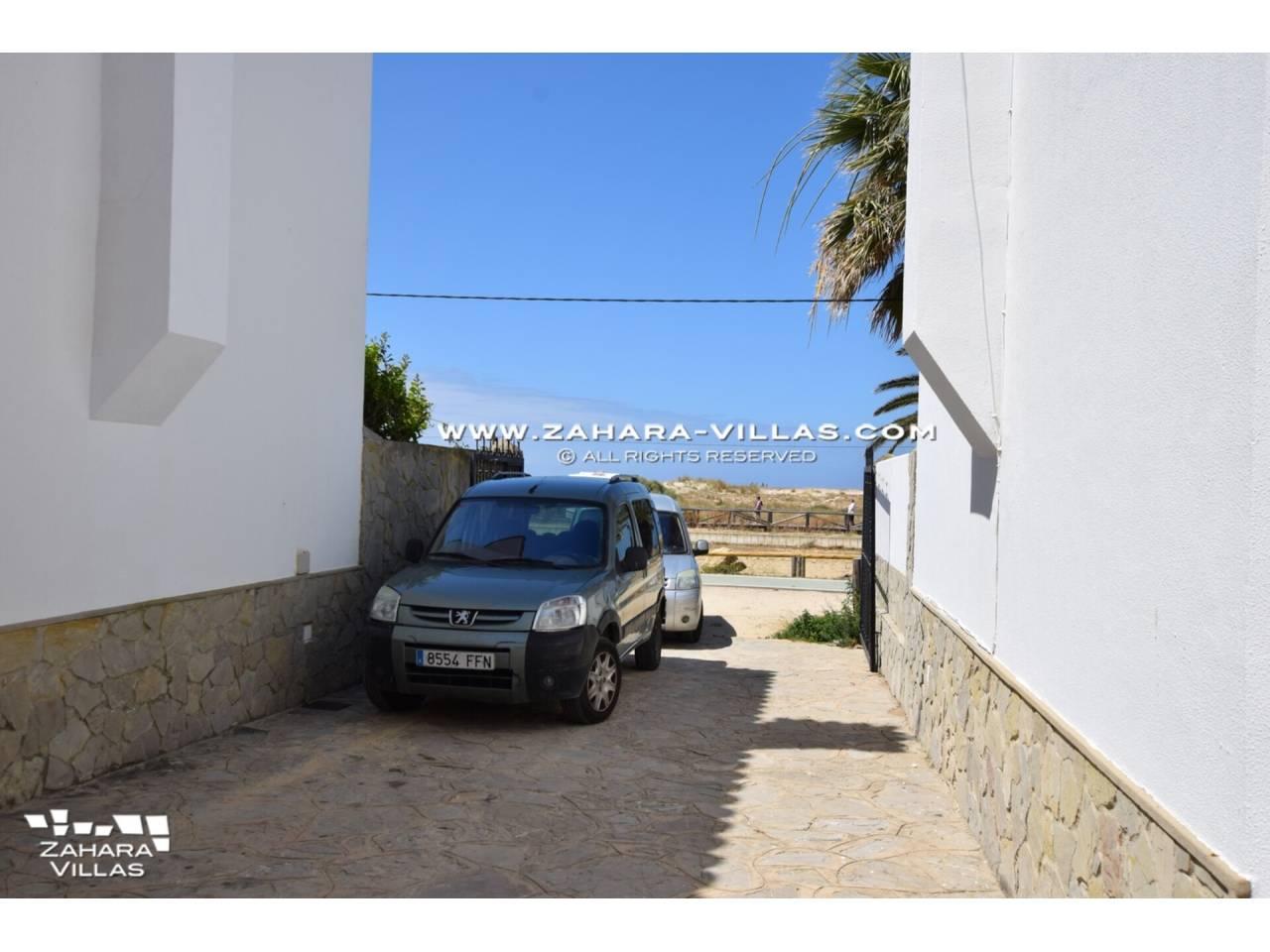 Imagen 20 de Casa en venta en segunda línea de playa, con vistas al mar en Zahara de los Atunes