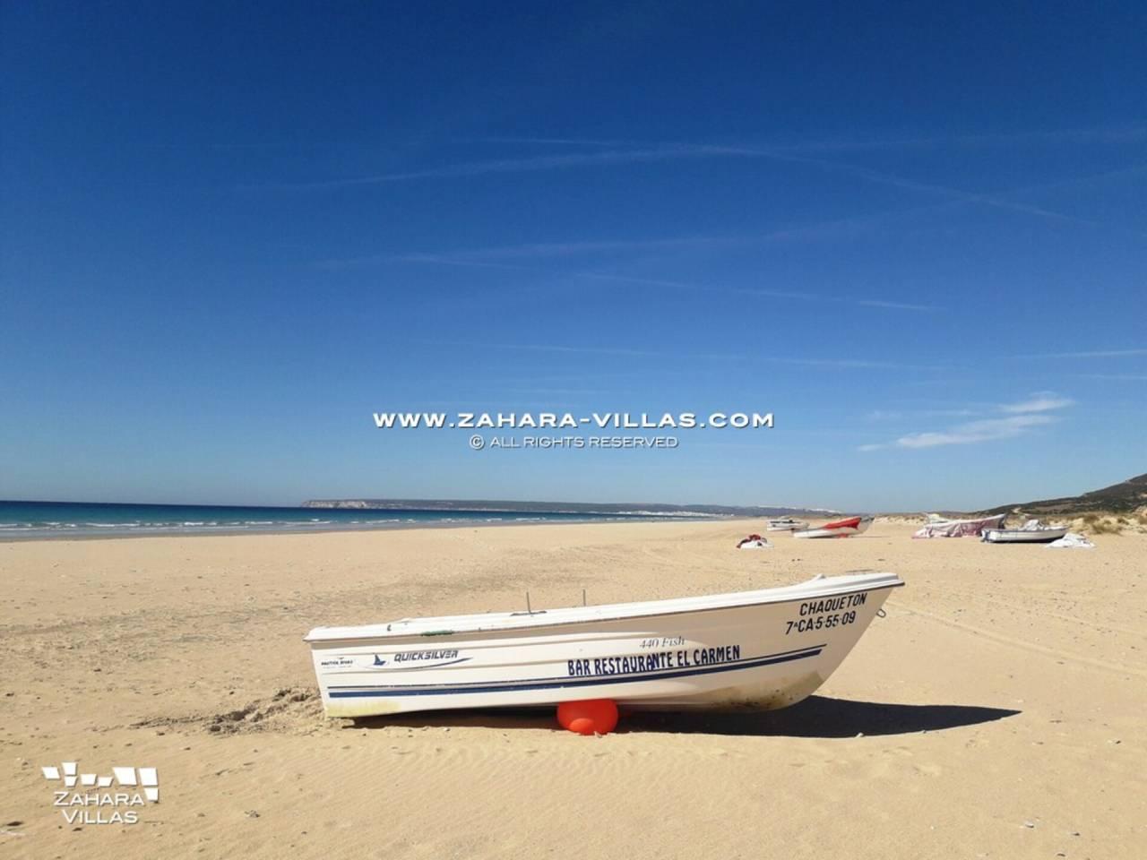 Imagen 27 de Casa en venta en segunda línea de playa, con vistas al mar en Zahara de los Atunes