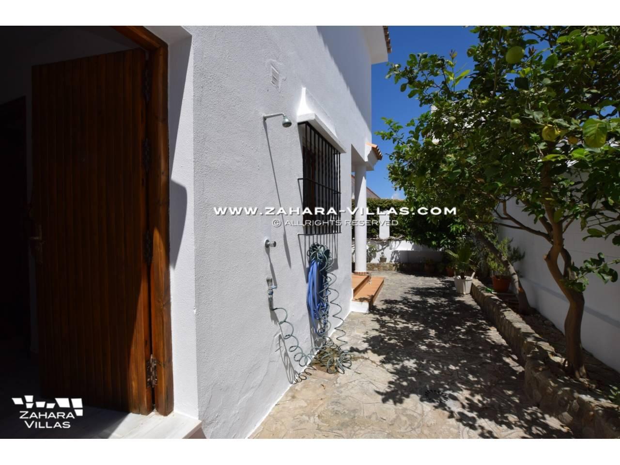 Imagen 9 de Casa en venta en segunda línea de playa, con vistas al mar en Zahara de los Atunes