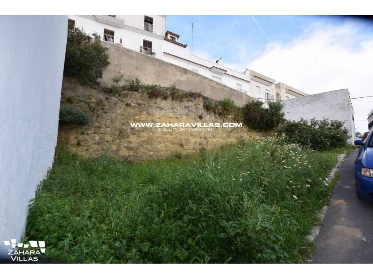 Imagen 1 de Urban Plot with Basic Building Project for 4 Floors