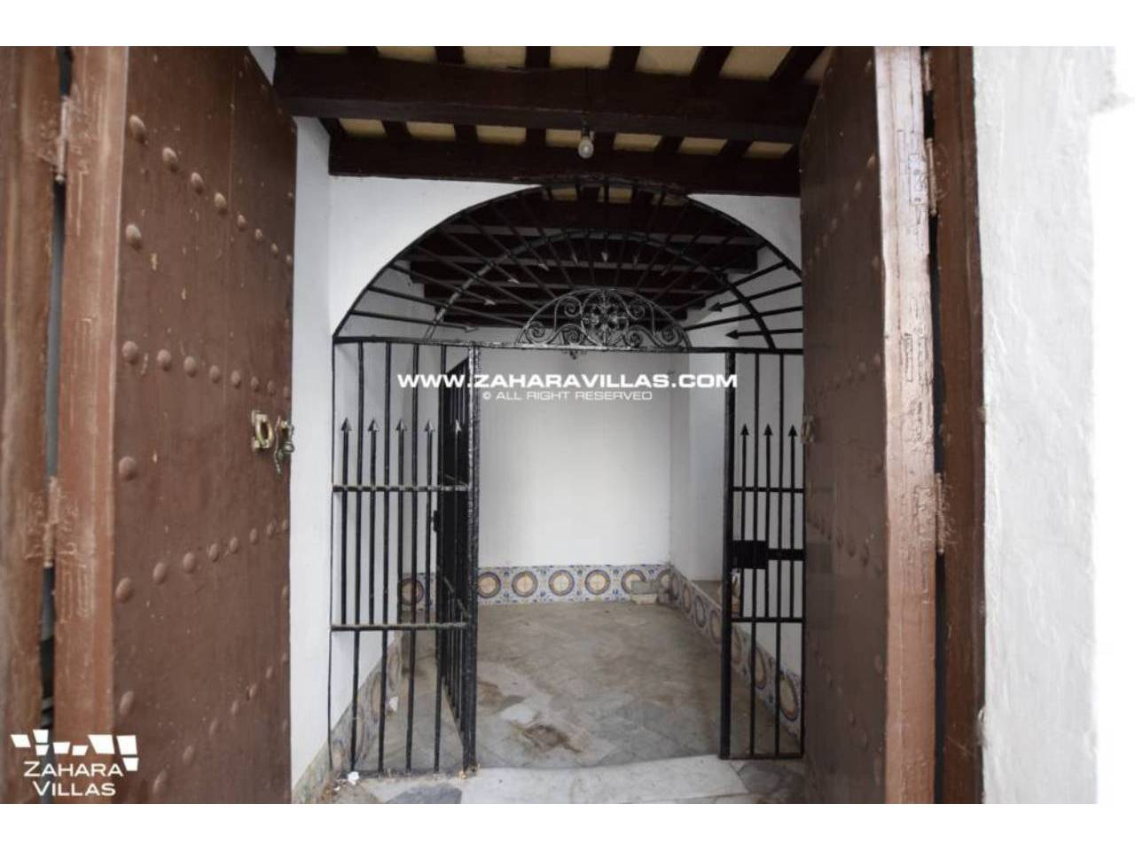 Imagen 1 de Fabulous house, ripe for refurbishment, in the centre of Vejer de la Frontera.