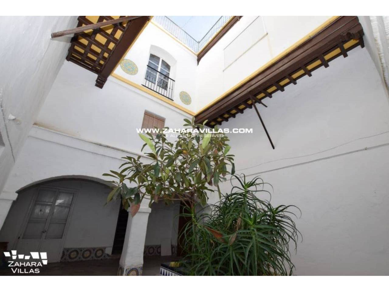 Imagen 2 de Fabulous house, ripe for refurbishment, in the centre of Vejer de la Frontera.