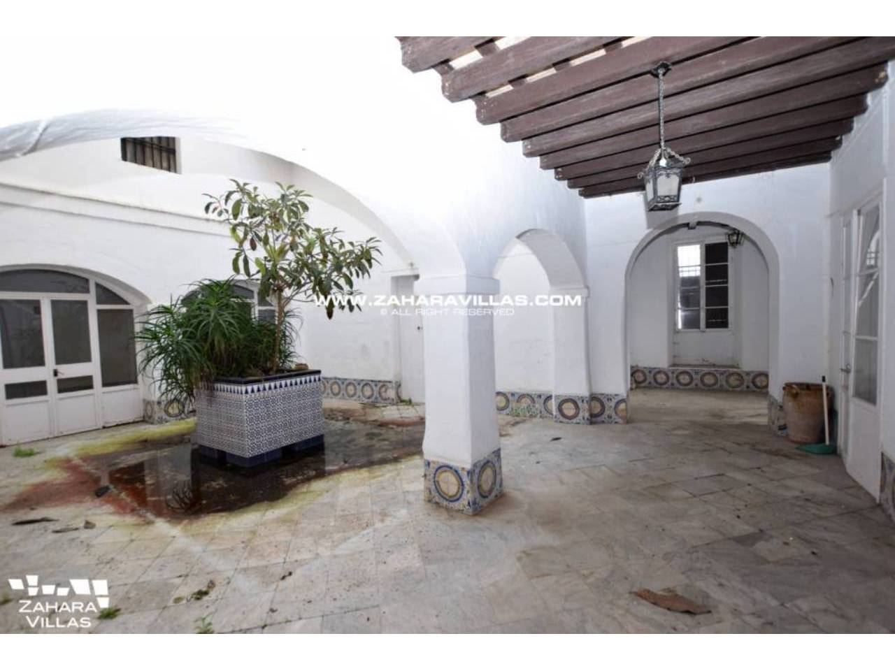 Imagen 3 de Fabulous house, ripe for refurbishment, in the centre of Vejer de la Frontera.