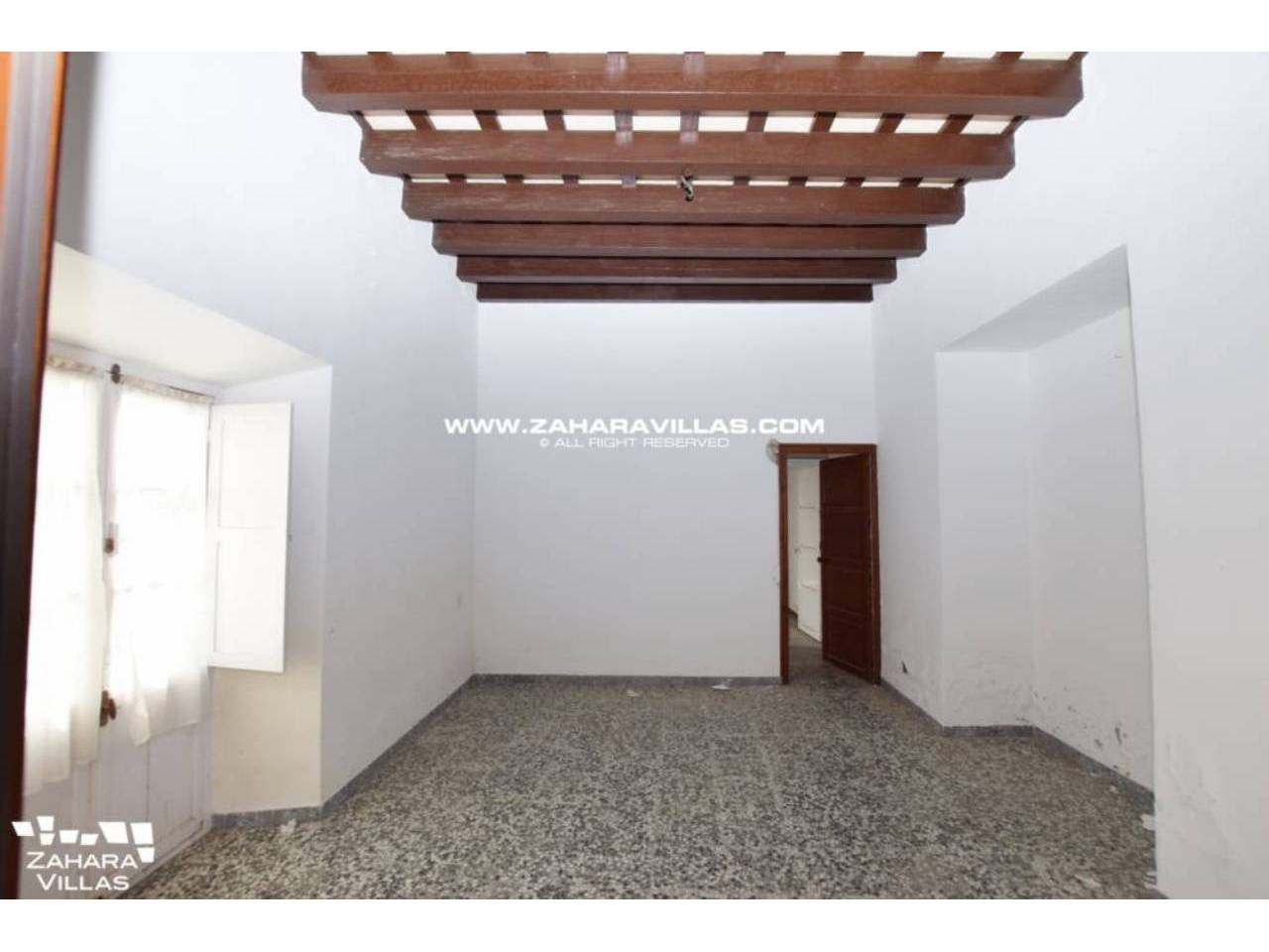 Imagen 4 de Fabulous house, ripe for refurbishment, in the centre of Vejer de la Frontera.