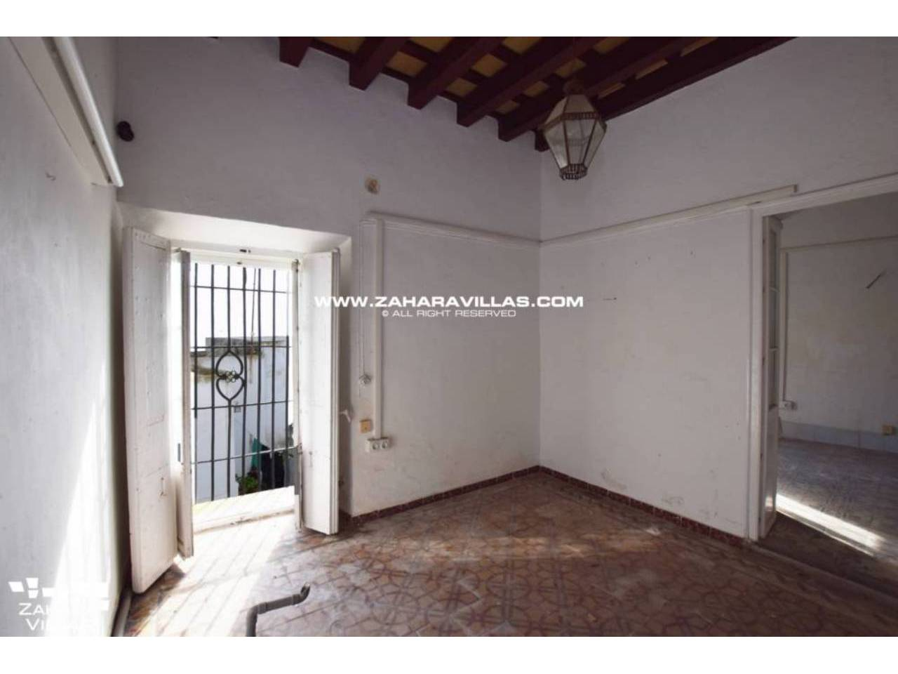 Imagen 5 de Fabulous house, ripe for refurbishment, in the centre of Vejer de la Frontera.