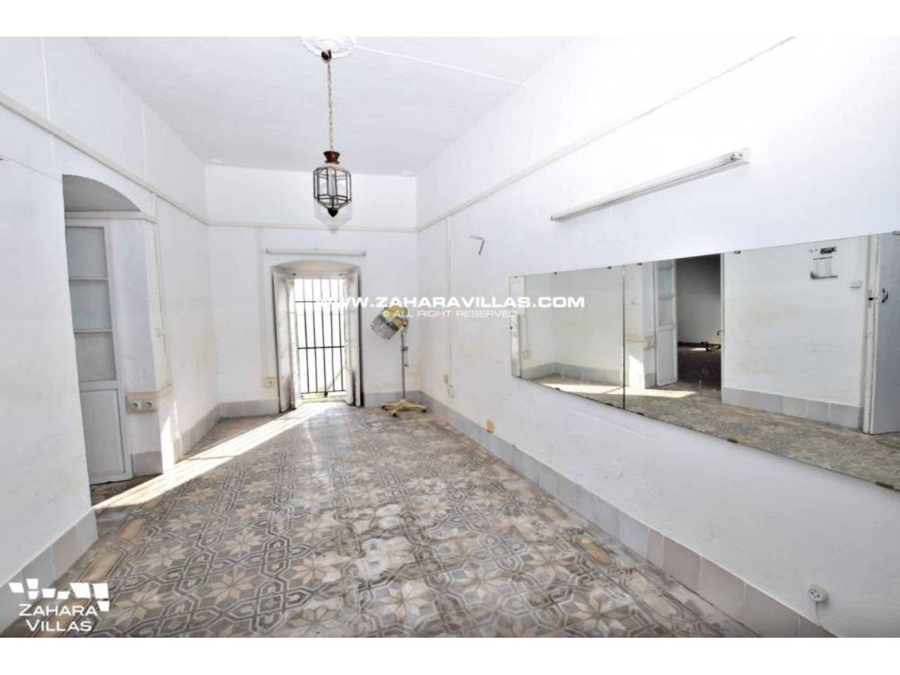 Imagen 6 de Fabulous house, ripe for refurbishment, in the centre of Vejer de la Frontera.