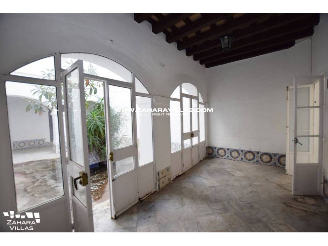 Imagen 7 de Fabulous house, ripe for refurbishment, in the centre of Vejer de la Frontera.
