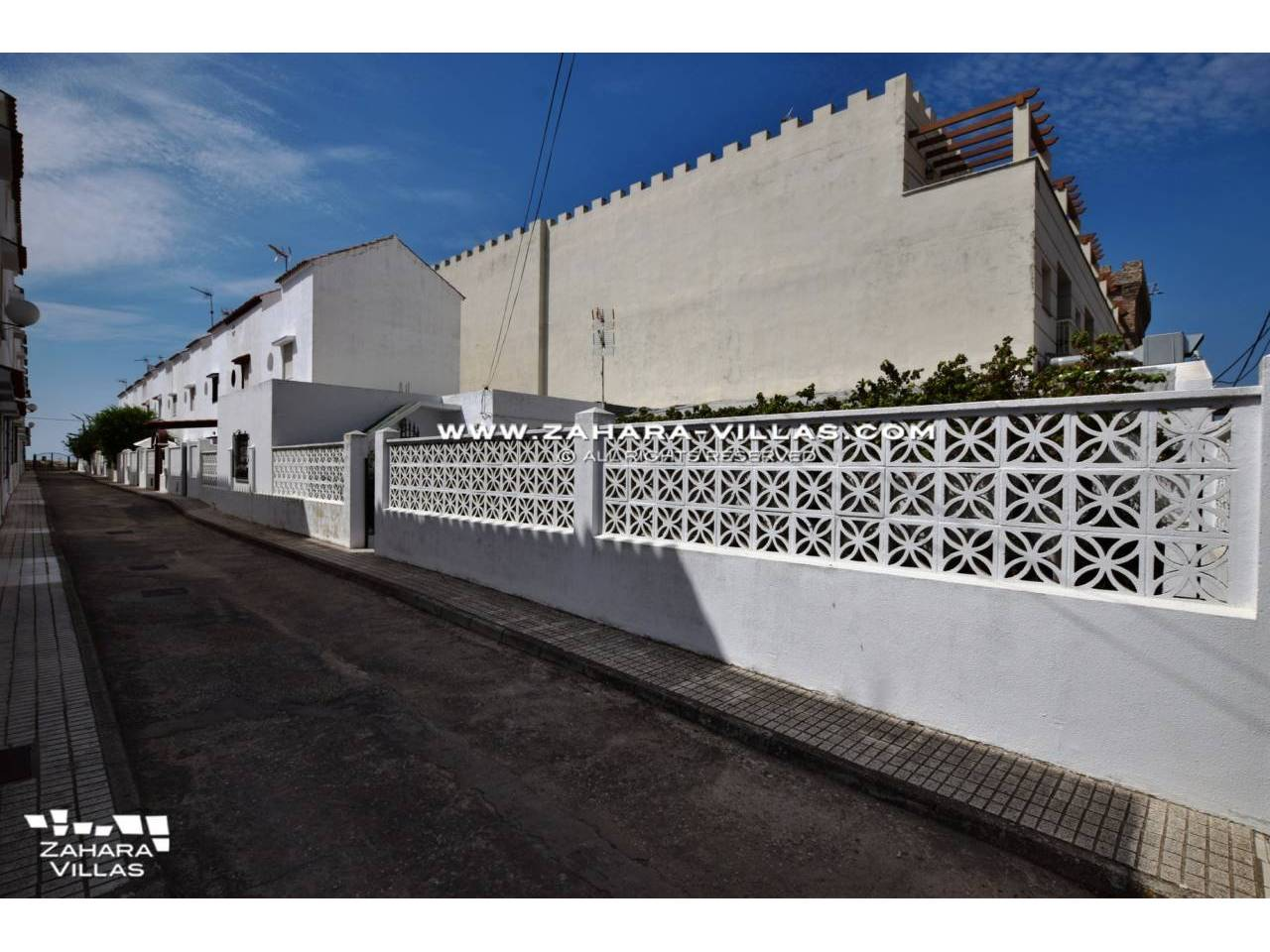 Imagen 17 de House in Avda. Del Pradillo for sale in the town of Zahara de los Atunes