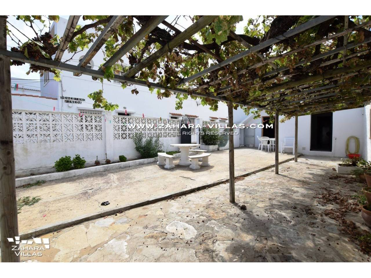 Imagen 2 de House in Avda. Del Pradillo for sale in the town of Zahara de los Atunes