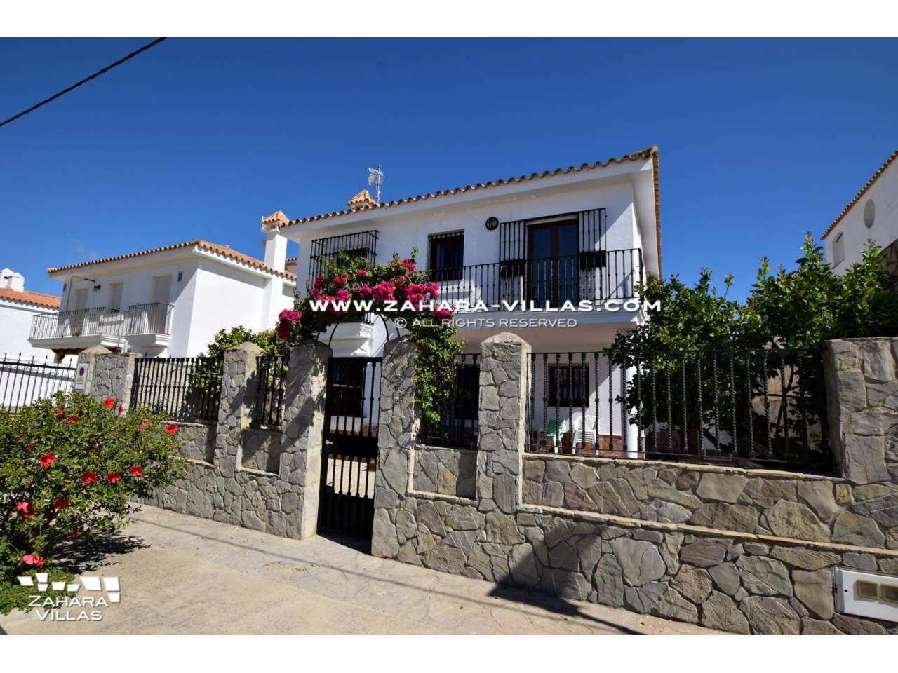 Imagen 1 de House for sale on the front beach, with sea views in Zahara de los Atunes