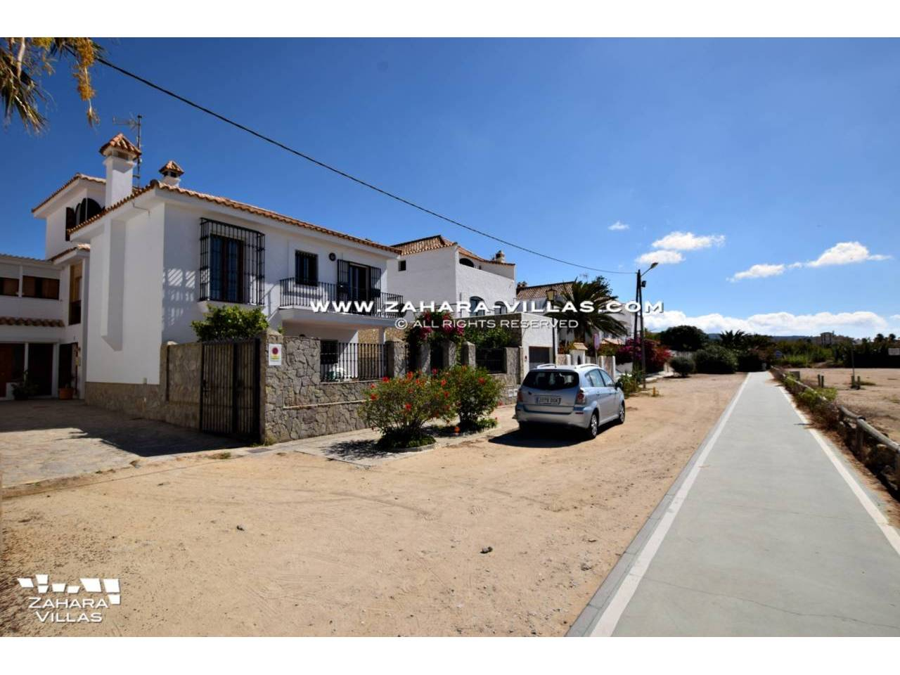 Imagen 3 de House for sale on the front beach, with sea views in Zahara de los Atunes