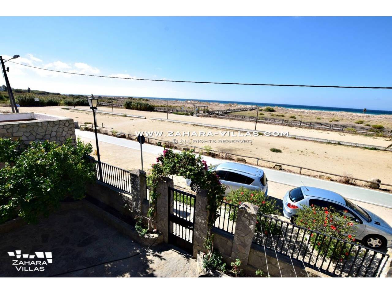 Imagen 4 de House for sale on the front beach, with sea views in Zahara de los Atunes