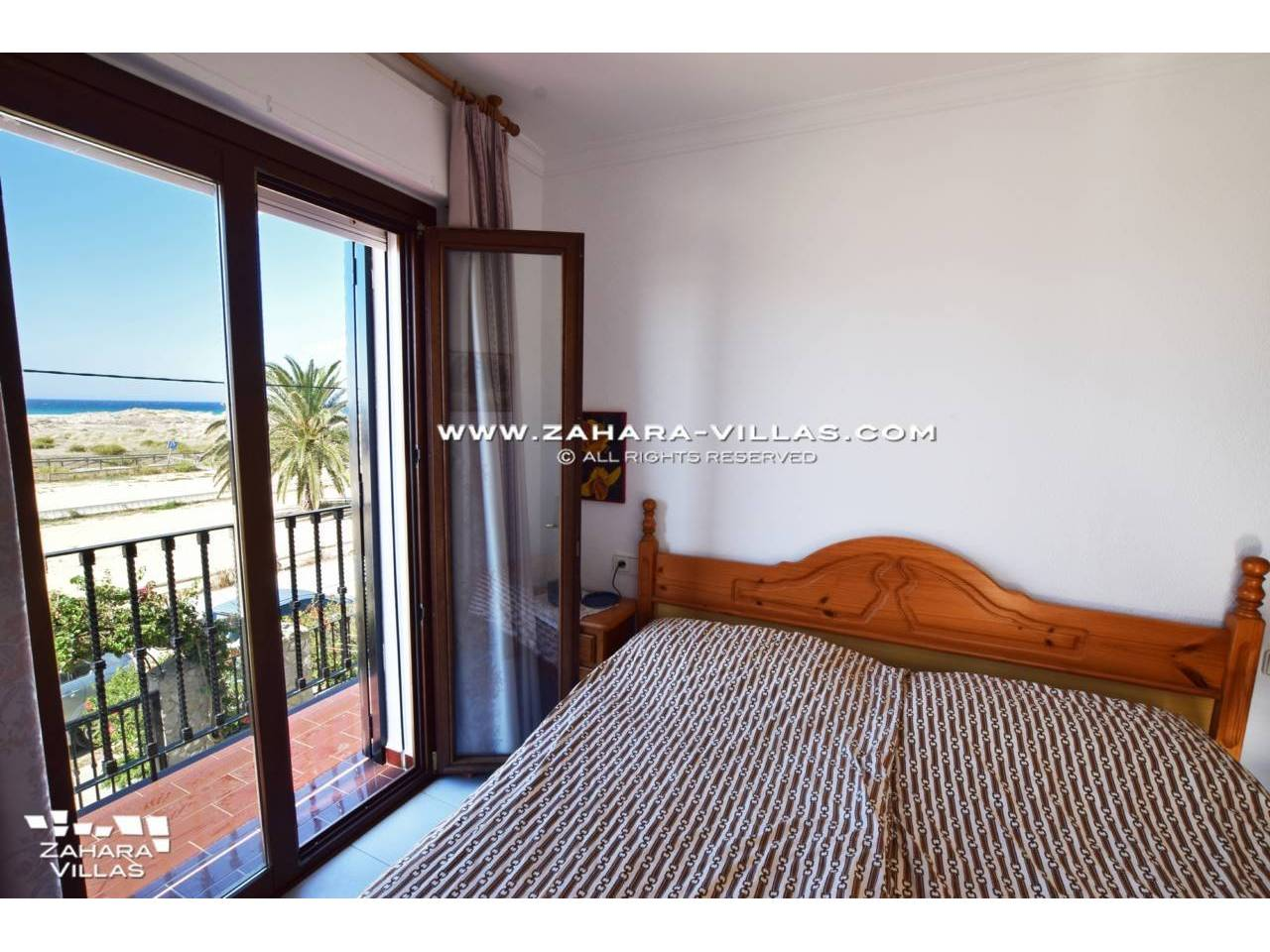 Imagen 5 de House for sale on the front beach, with sea views in Zahara de los Atunes