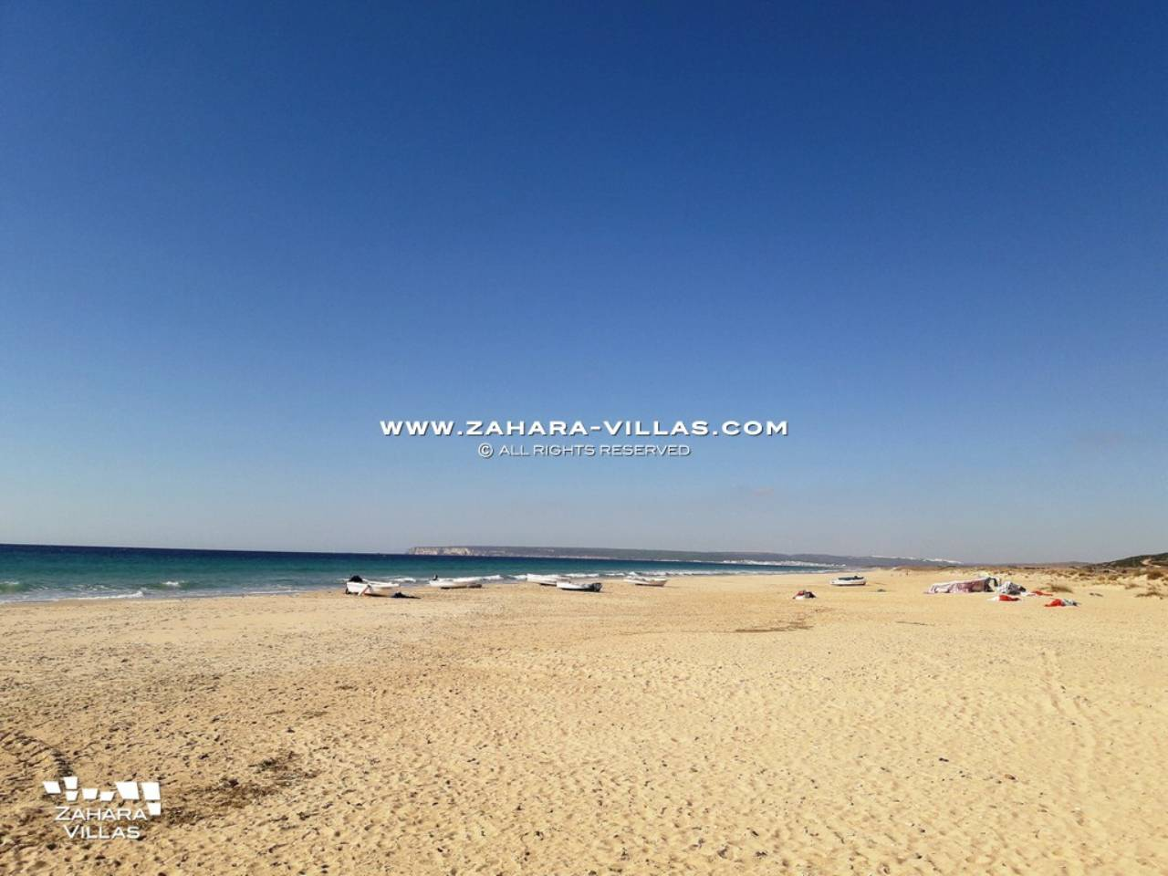 Imagen 2 de House for sale on the front beach, with sea views in Zahara de los Atunes