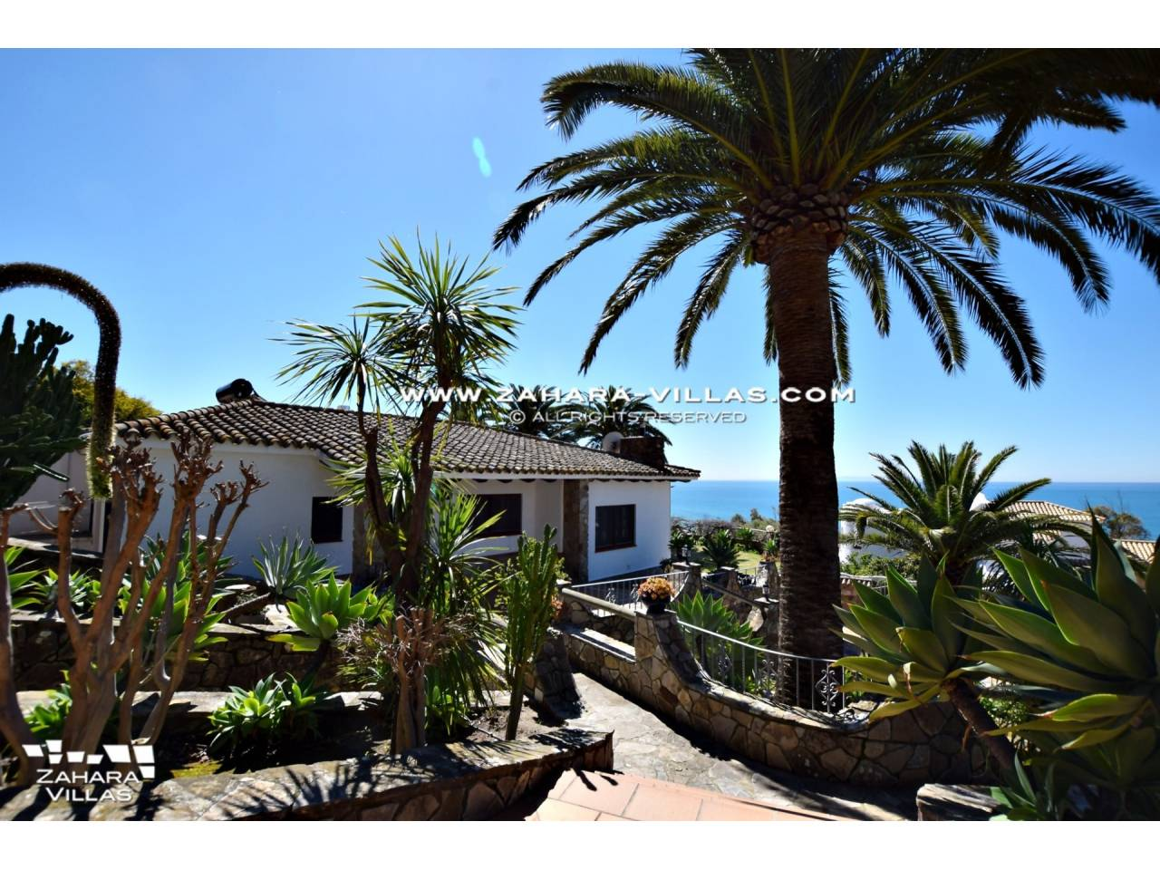 Imagen 2 de Wonderful villa for sale in the upper area of the Atlanterra mountain