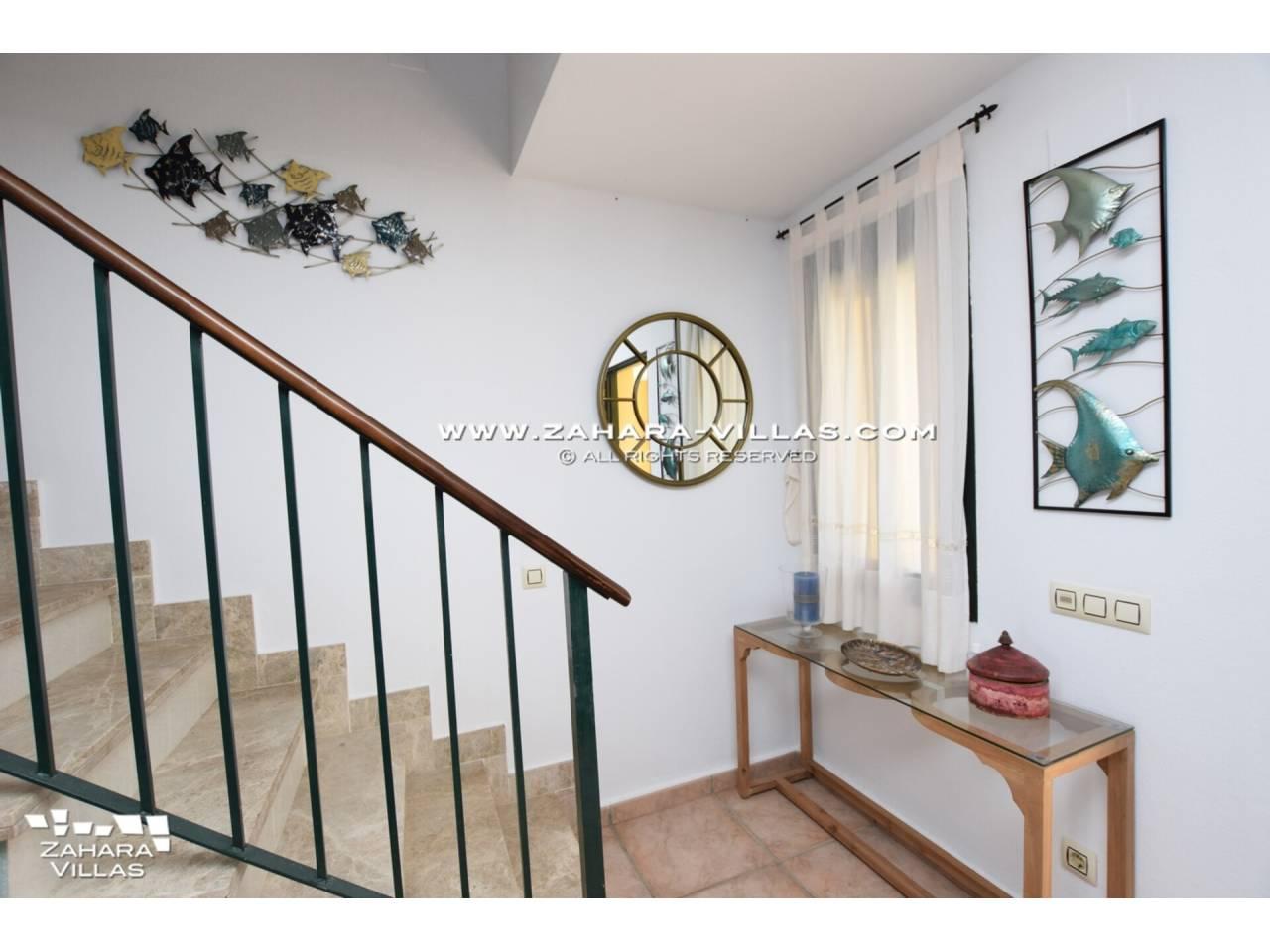 Imagen 12 de Casa Adosada con vistas al mar en venta en Urb. Jardines de Zahara