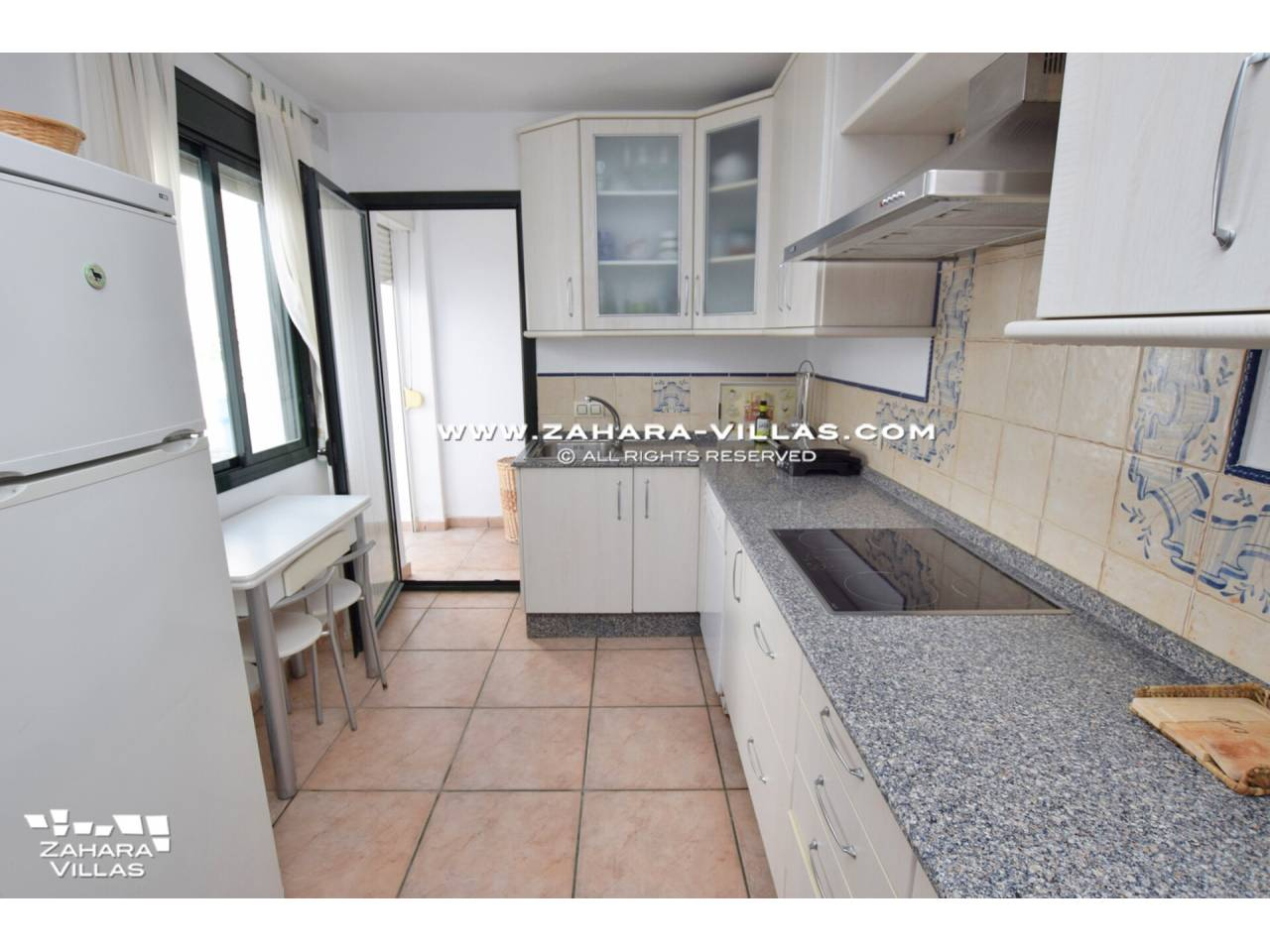 Imagen 35 de Casa Adosada con vistas al mar en venta en Urb. Jardines de Zahara