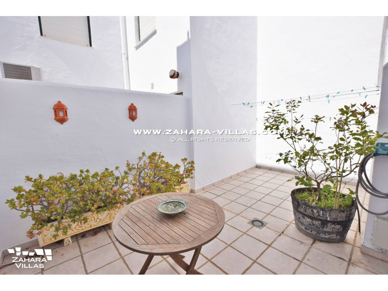 Imagen 38 de Casa Adosada con vistas al mar en venta en Urb. Jardines de Zahara