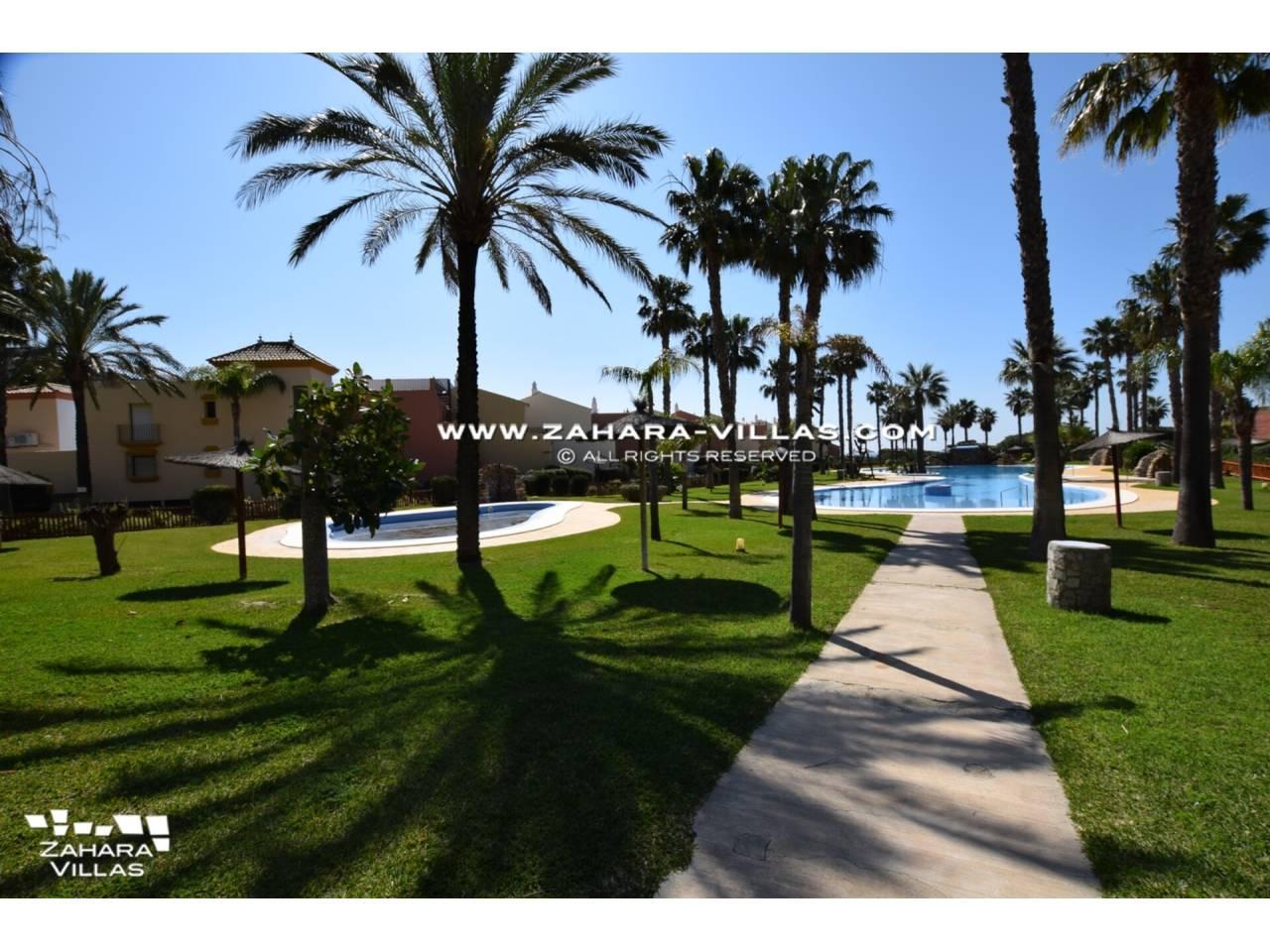 Imagen 49 de Casa Adosada con vistas al mar en venta en Urb. Jardines de Zahara