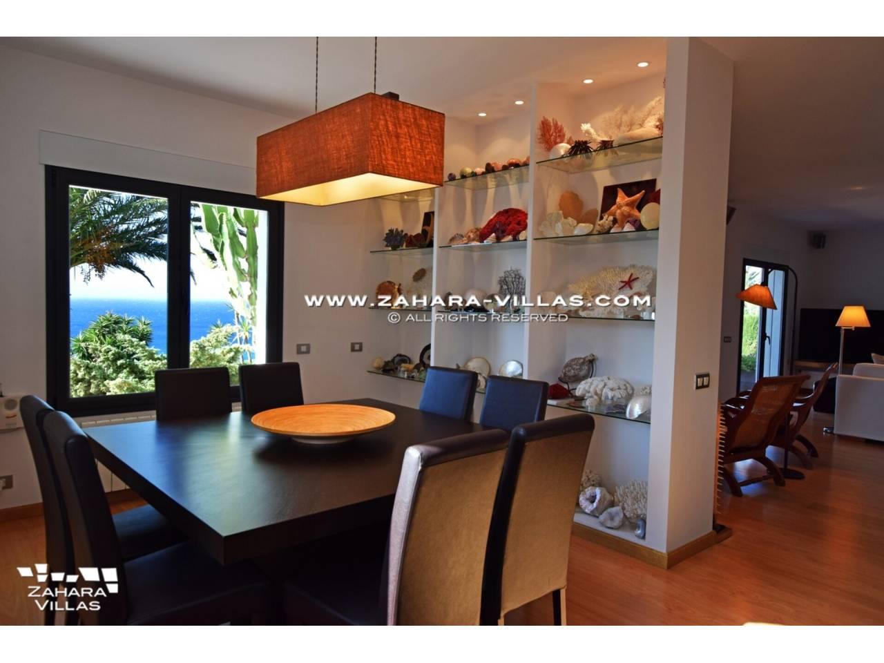 Imagen 18 de Maravilloso Chalet en venta en la zona del Faro Camarinal con vistas panorámicas a la Playa de los Alemanes