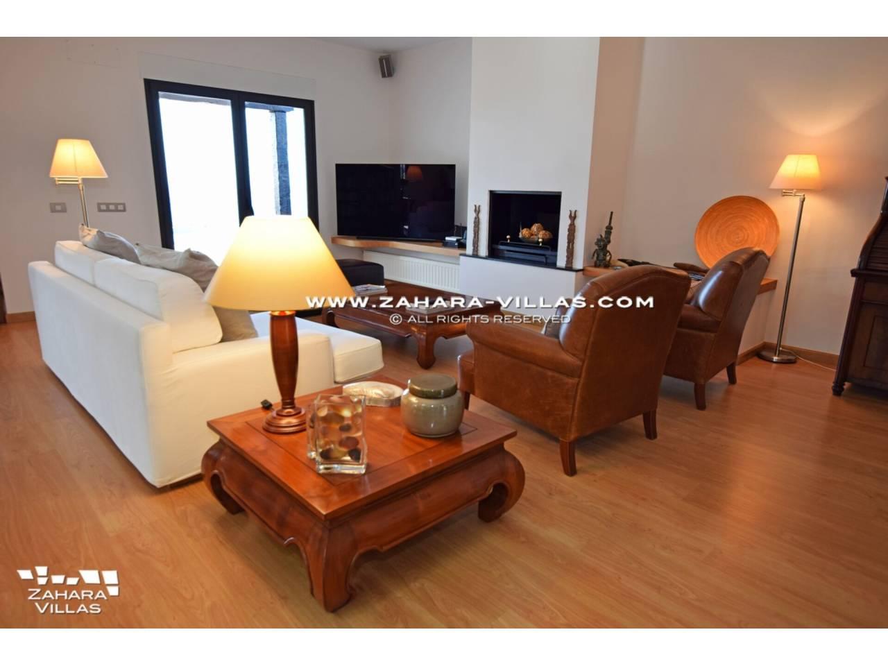 Imagen 14 de Maravilloso Chalet en venta en la zona del Faro Camarinal con vistas panorámicas a la Playa de los Alemanes