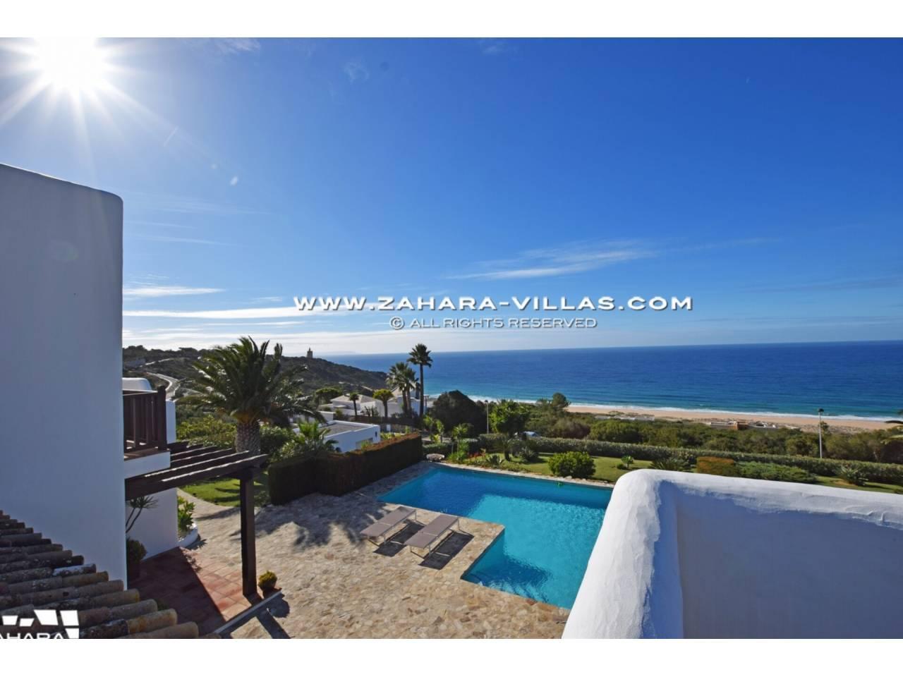 Imagen 3 de Maravilloso Chalet en venta en la zona del Faro Camarinal con vistas panorámicas a la Playa de los Alemanes