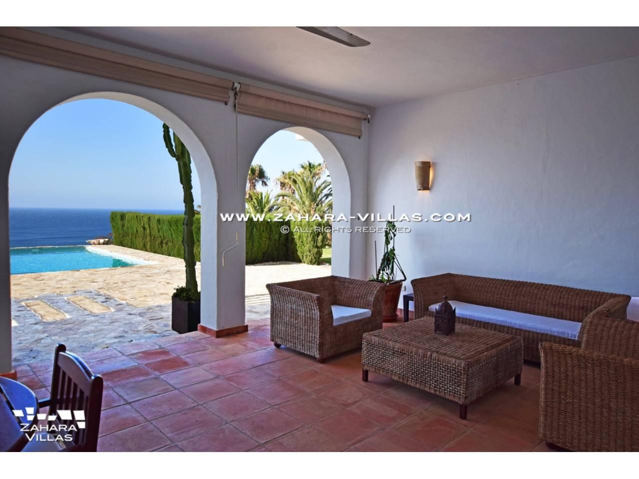 Imagen 6 de Maravilloso Chalet en venta en la zona del Faro Camarinal con vistas panorámicas a la Playa de los Alemanes