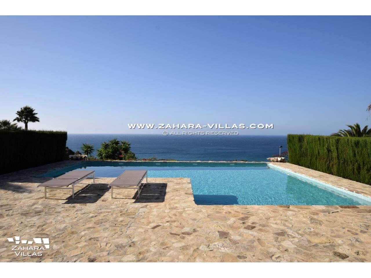 Imagen 4 de Maravilloso Chalet en venta en la zona del Faro Camarinal con vistas panorámicas a la Playa de los Alemanes