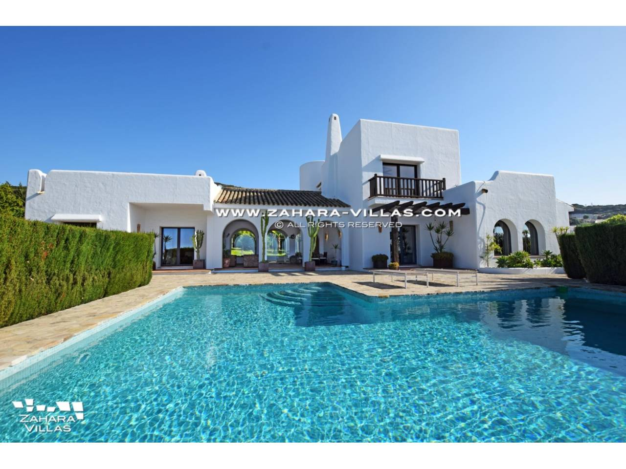 Imagen 2 de Maravilloso Chalet en venta en la zona del Faro Camarinal con vistas panorámicas a la Playa de los Alemanes